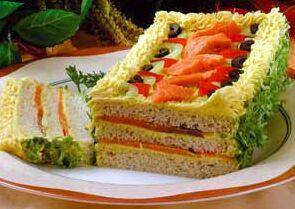 Бутербродный  торт с копченым лососем рецепт