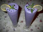 Ананасово-черничный молочный коктейль