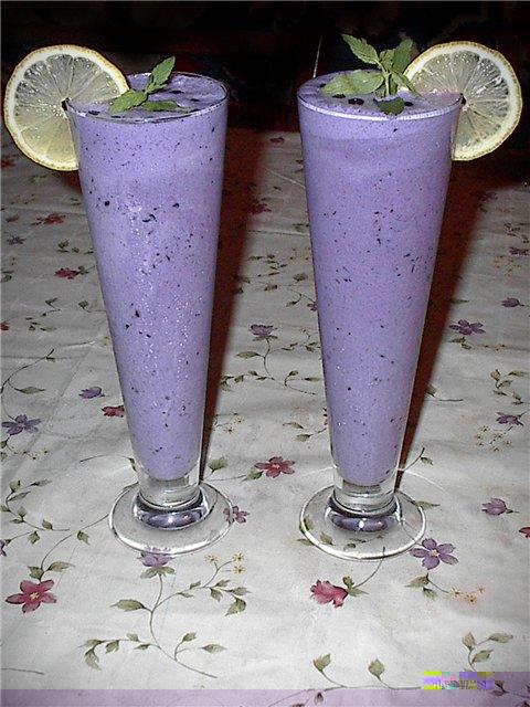 Ананасово-черничный молочный коктейль рецепт