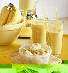 как сделать молочный коктейль с бананом и мороженым в блендере