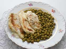 Нежное куриное филе под сливочным соусом