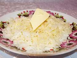 Рисовая кашка на молоке, приготовленная в мультиварке