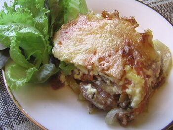Мясо по французски с картофелем с помидорами с грибами рецепт