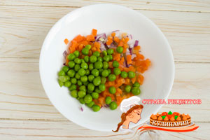 добавляем зеленый горошек