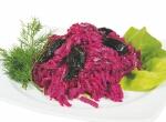 Салат из свеклы с черносливом и чесноком рецепт