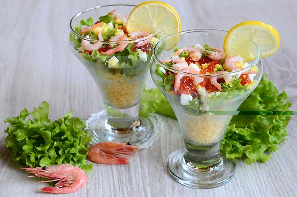 салат из морского коктейля с йогуртомм