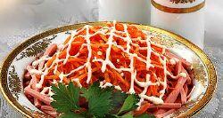 Салат с копченой колбасой рецепт с сухариками