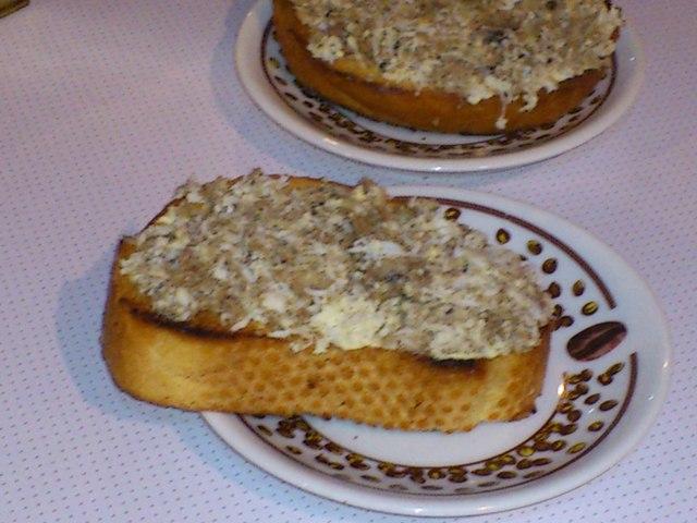 Быстрые бутерброды со шпротами рецепт с фото